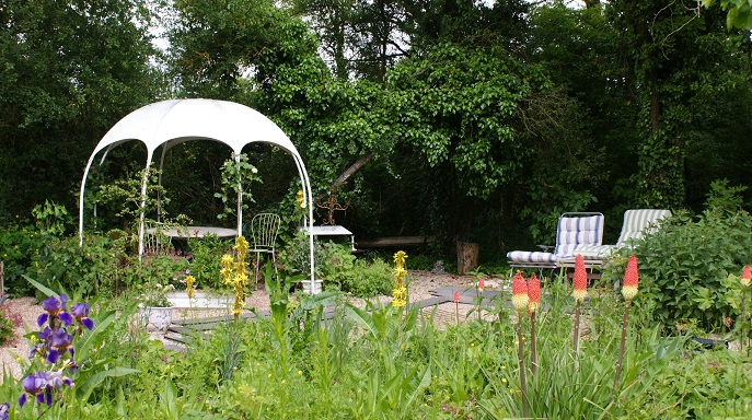 Invites dans le monde magique et merveilleux du jardin for Aire jardin des causses du lot