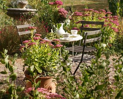 jardin du gite pour un café par un bel après-midi de septembre