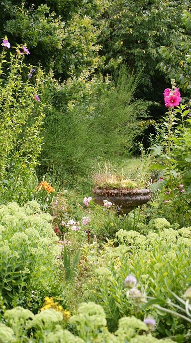 Gîte Amboise calme et authentique au coeur d`un jardin dédié à la vie fontaine de vie ode à la biodiversité écologie appliqué au tourisme responsable en Indre-et-Loire